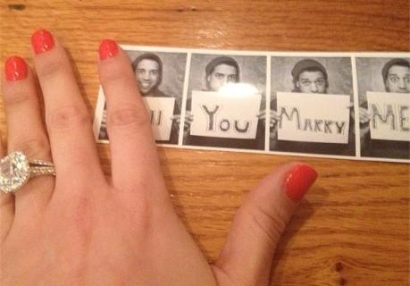 甜蜜情人节,菲尔兹与超模女友订婚