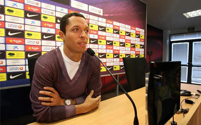 阿德里亚诺:想留在巴萨,没收到PSG报价
