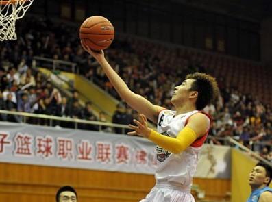 10篮板!曾令旭刷新个人生涯单场纪录