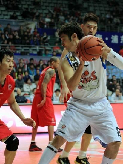 刘炜砍32分,上海主场大胜吉林