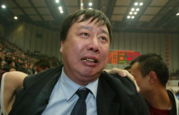 阿的江为吴庆龙丧母动容:搞体育的忠孝难全