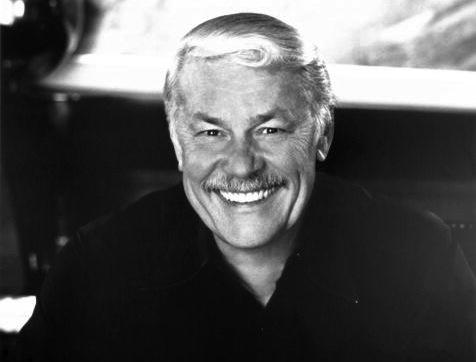 湖人队老板杰里-巴斯去世