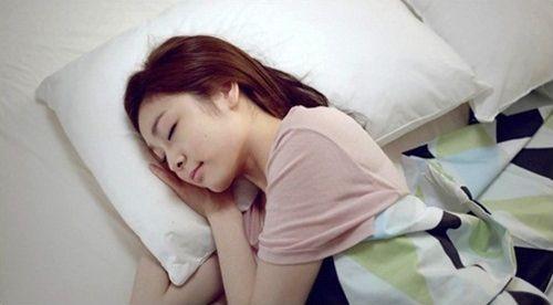 金妍儿睡相曝光被赞睡美人