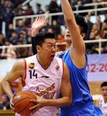 王哲林:优秀球员很多,但我要超越他们