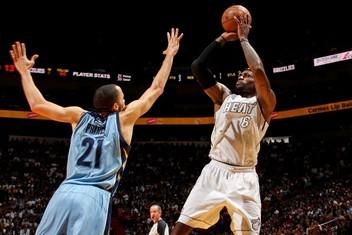 詹姆斯:对投篮有信心,手感不好能做别的事
