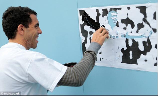 特维斯参加公益活动,展现野兽艺术一面