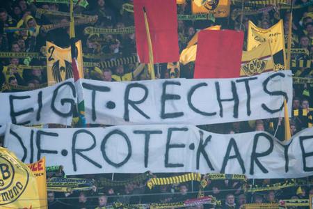 多特球迷看台打出反纳粹横幅,批判极端主义