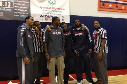 奇才举办另类篮球赛,球员客串裁判和教练