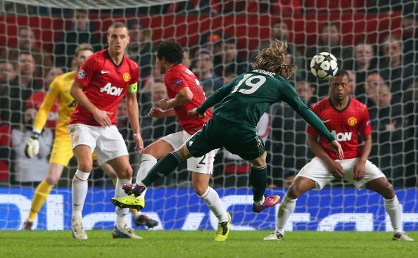 拉莫斯乌龙纳尼染红,曼联1-2皇马遭淘汰