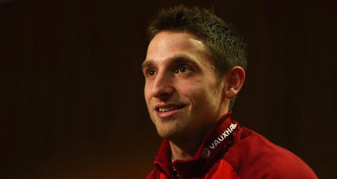 天空体育:乔-阿伦带伤入选威尔士国家队