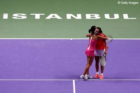 彭帅谢淑薇创历史夺WTA年终双打冠军