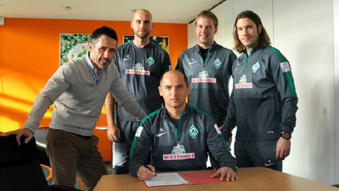官方:不莱梅与教练团队续约至2017年