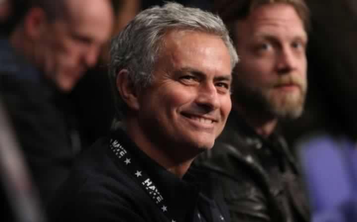 英媒:曼联与穆帅谈判受赞助合同影响
