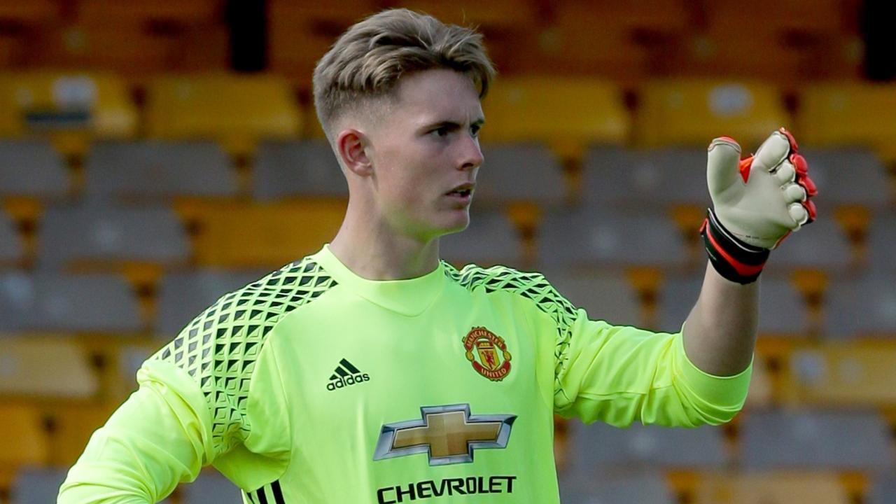 官方:曼联召回19岁年轻门将迪恩-亨德森