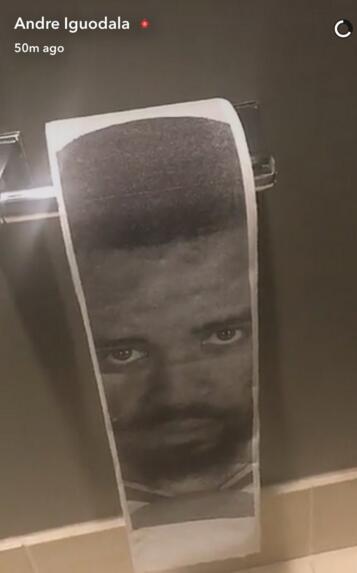 印有麦基头像厕纸出现在勇士厕所