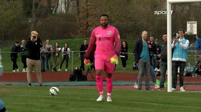 前德国国门维泽重回球场,代表地区联赛出场比赛