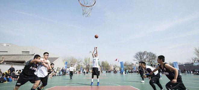李楠观看爱子参加校园篮球比赛