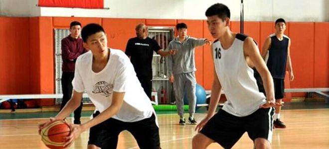 李楠爱子跟随山东青年队训练