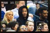 罗斯现场观看马刺和灰熊的比赛