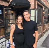 纳什社交媒体晒自己与妻子合照