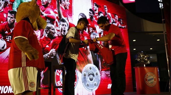 拜仁名宿埃尔伯在上海与中国球迷见证经典之战
