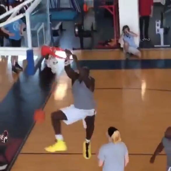 奥尼尔之子转发父亲扣篮视频:他还能统治NBA