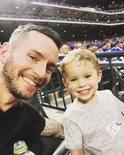 雷迪克和儿子现场观看棒球比赛