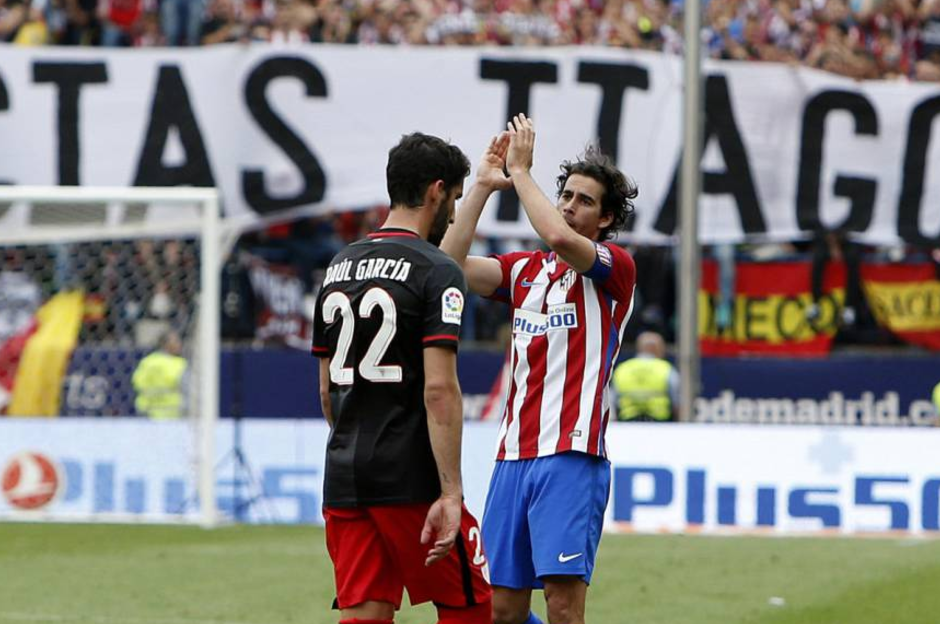 蒂亚戈宣布赛季结束后离开马竞,告别之际泪洒球场