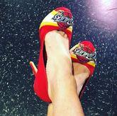 克利夫兰女主持人晒骑士版高跟鞋:不要放弃!