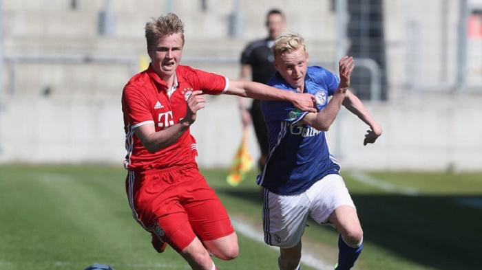 官方:拜仁慕尼黑与小格策签下职业合同