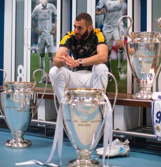 本泽马晒三座欧冠奖杯:原本只梦想赢得一座