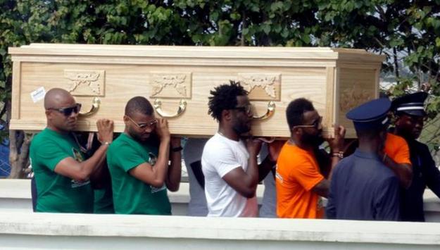 蒂奥特遗体运抵科特迪瓦,博尼为其抬棺