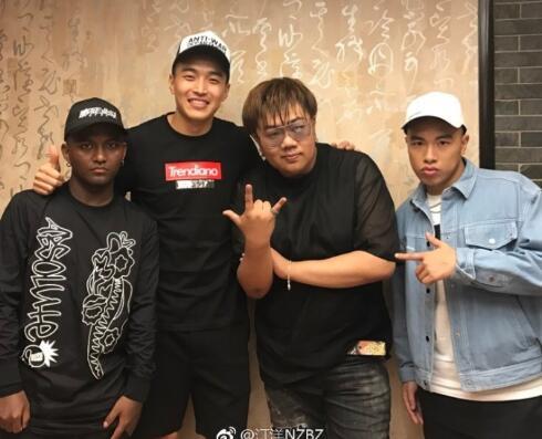 冯潇霆助阵南征北战演唱会,汀洋:冯队是心中冠军