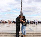 威少妻子晒夫妻合影:巴黎再见