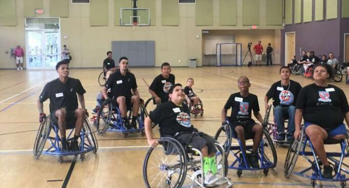 德章泰-默裡等人在聖城舉辦輪椅籃球賽