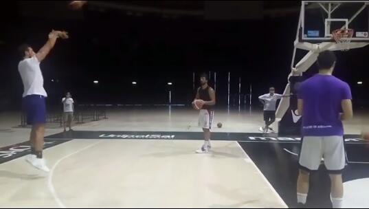 貝裡內利曬自己訓練三分的視頻