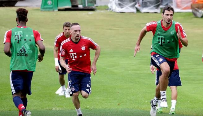拜仁季前训练第二天:博阿滕和诺伊尔进行个人训练