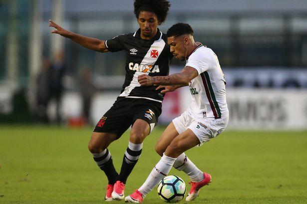 镜报:曼城将签19岁巴西中场新星道格拉斯