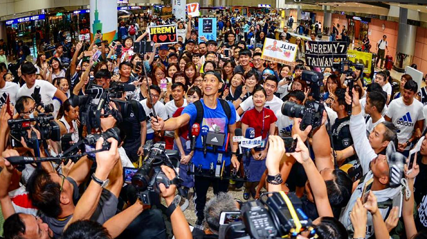 林书豪抵达台湾,球迷疯狂接机