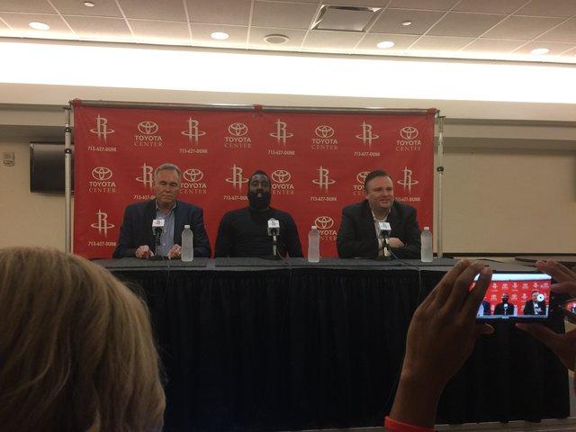 火箭总经理莫雷:哈登还会代表火箭效力多个赛季