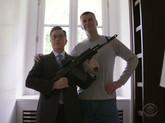 记者参观篮网老板俄罗斯豪宅:枪械各式各样
