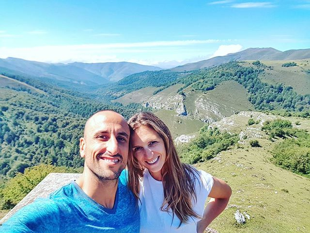 吉諾比利與妻子在山頂自拍:與傢人慶祝生日
