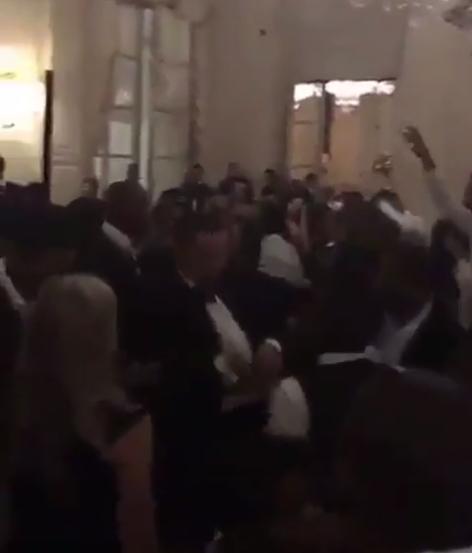 載歌載舞!庫裡與歐文在巴恩斯的婚禮上一起跳舞