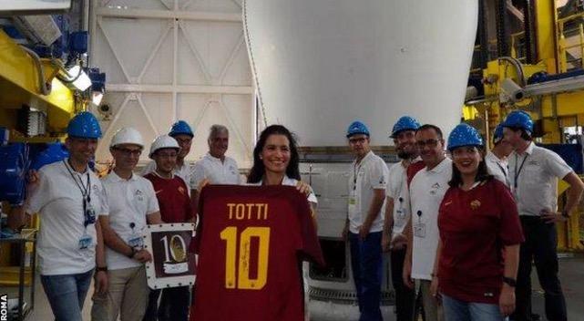 致敬传奇,罗马将托蒂最后一战球衣送入太空