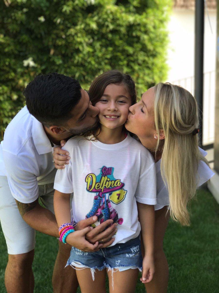 苏亚雷斯庆祝女儿七岁生日:我们爱你,美丽的小女孩!