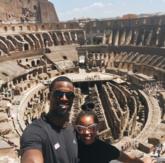 哈里森-巴恩斯与女友畅游罗马