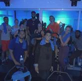 阿兰-威廉姆斯晒自己与队友一起健身训练的照片