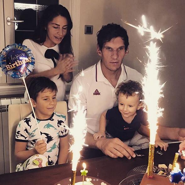幸福!馬裡亞諾維奇的妻兒為其慶生