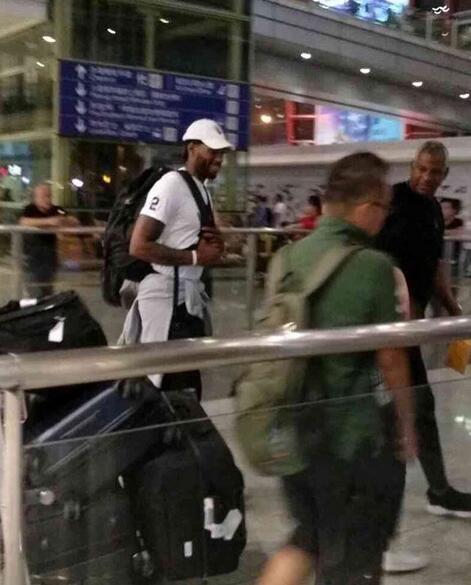 開啟中國行!網友發佈倫納德抵達北京的照片