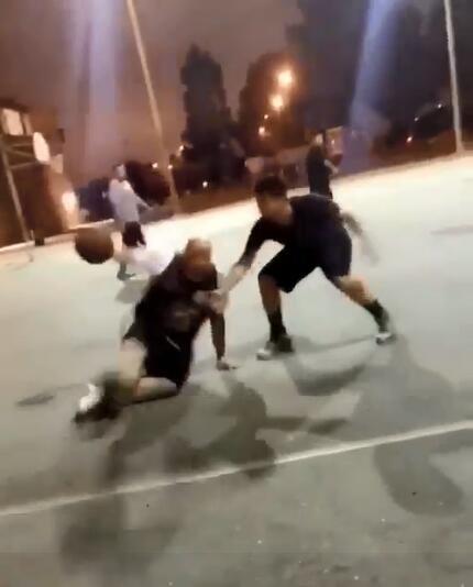 花哨!網友野球場過人戲耍對手
